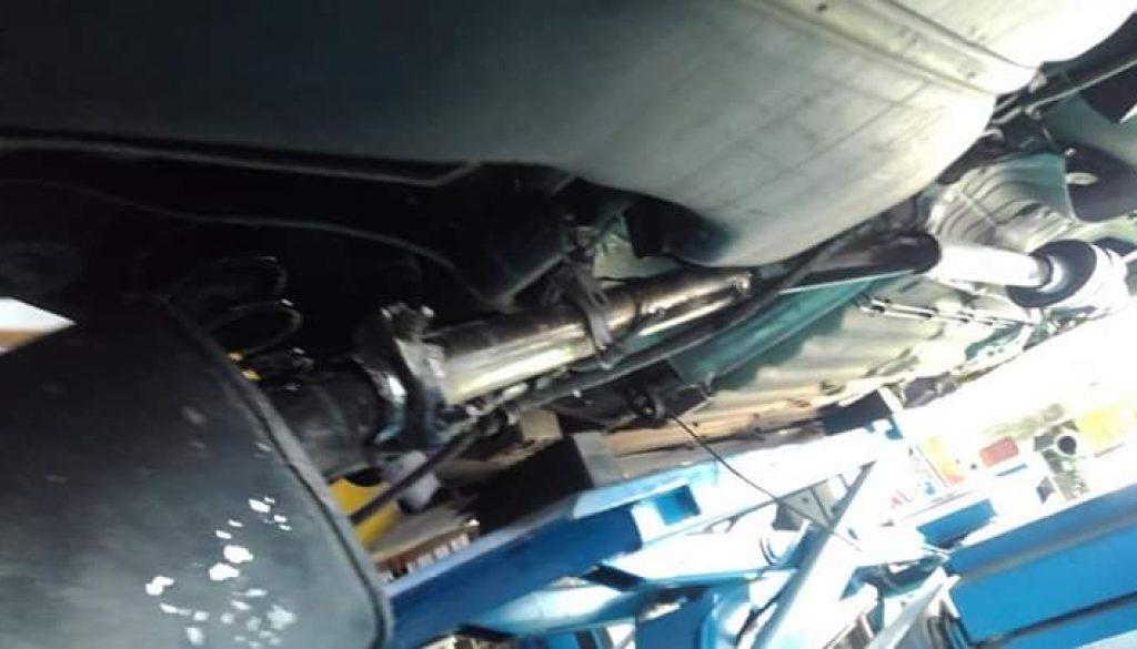 マフラー修理依頼、排気漏れ修理、中古車両修理